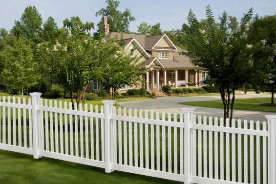 Hire us for quality vinyl fence in fort pierce